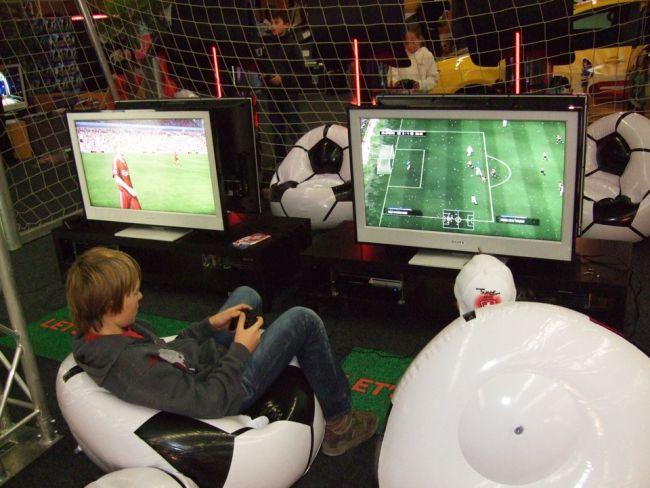 E-Games / Suisse Toy 2008 - Fotos - Artworks - Bild 21
